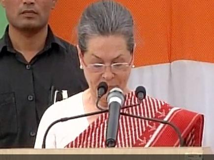 Sonia-Gandhi-skidded-tongue-said-UPA-did-not-work-news-in-hindi-133253