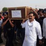 शहीद जवानों के पार्थिव शरीर पहुंचे दिल्ली, मोदी और राहुल देंगे श्रद्धांजलि